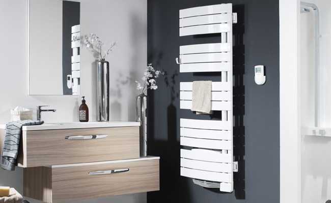 poser un seche serviette interesting soufflant with poser. Black Bedroom Furniture Sets. Home Design Ideas